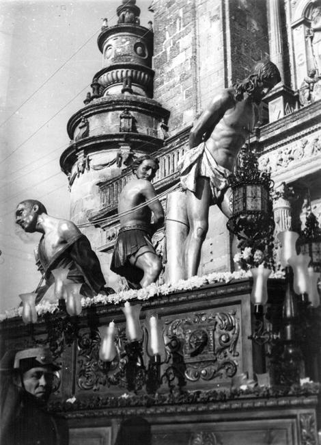 El 2 de abril de 1942 hace su primer desfile procesional después de la guerra civil, la nueva Imagen del Cristo sobre un trono de José Montero Consuegra.