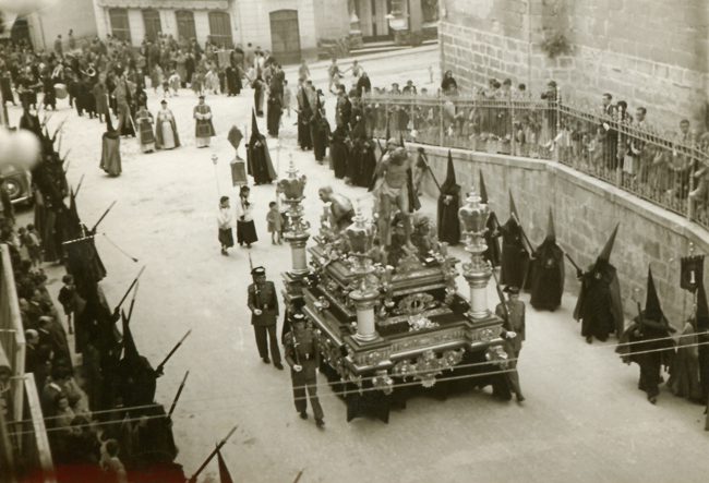 En 1955 se estrena el nuevo trono obra de Francisco Palma Burgos.
