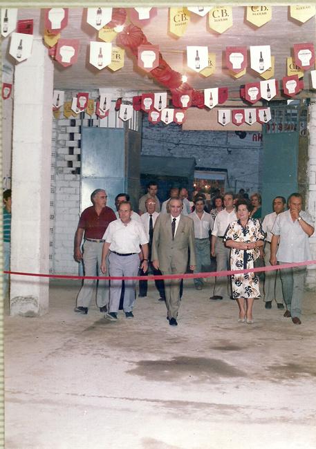 """En septiembre de 1986, se inaugura por primera vez la caseta de feria """"La Columna"""" en honor al Patrón, San Miguel Arcángel; una tradición que se sigue manteniendo en la actualidad."""