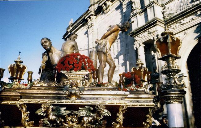 El Jueves Santo de 1988, estrenamos la restauración del trono de Nuestro Titular gracias a las manos de D. Ramón Cuadra Moreno y D. Marcelo Góngora Ramos.