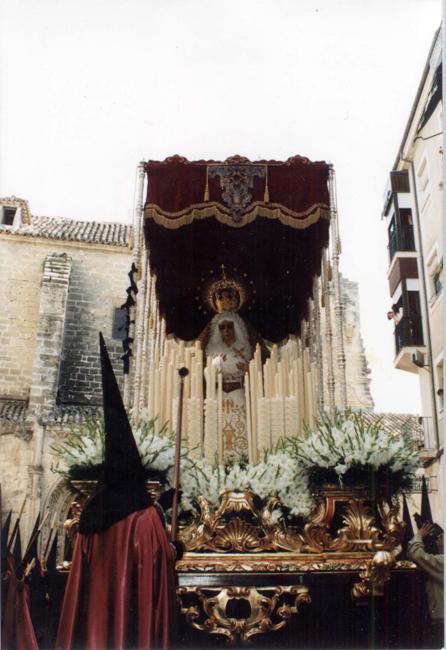 En 1995 lució el restaurado Trono de la Virgen de la Caridad, una vez que Ramón Cuadra y Marcelo Góngora ultimaron su laboriosa rehabilitación.