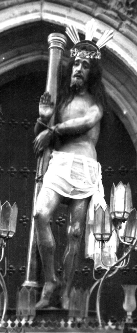 1926. Imagen de Cristo flagelado en posición de bendecir al pueblo; la cronología de la imagen se sitúa en la mitad del siglo XVII, mientras que la autoría se centra en la escuela granadina.