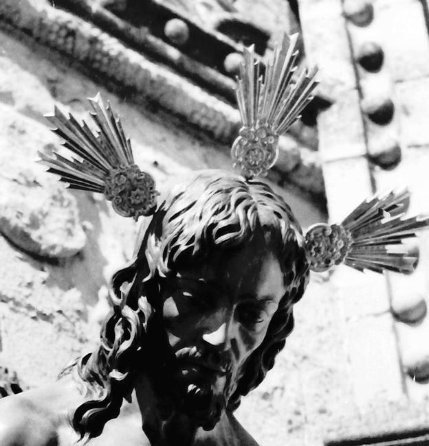En el año 1954 El Cristo estrena un juego de potencias que fueron donadas por el Presidente D. Manuel Torres Orozco, siendo adquiridas en la librería S. José de Sevilla.