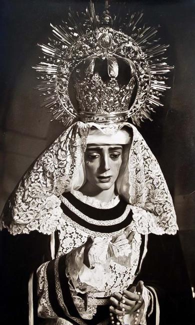 En el año 1960 se incorpora a la cofradía la imagen titular de María Stma. de la Caridad