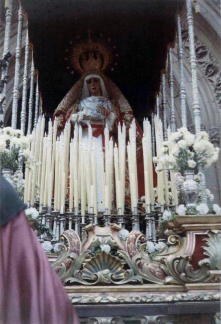 En 1966 la Imagen de la Virgen estrena su actual corona dorada