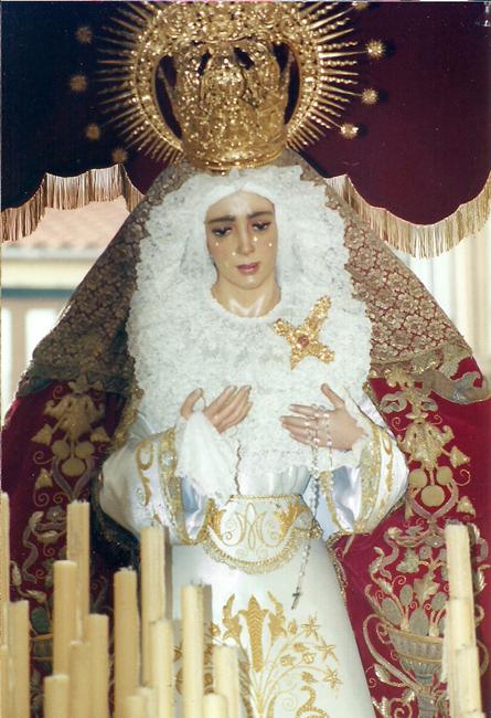 a finales del año 2001 le toca a la Virgen ser sometida a la restauración, siendo en la Semana Santa de 2002 cuando sale ya restaurada